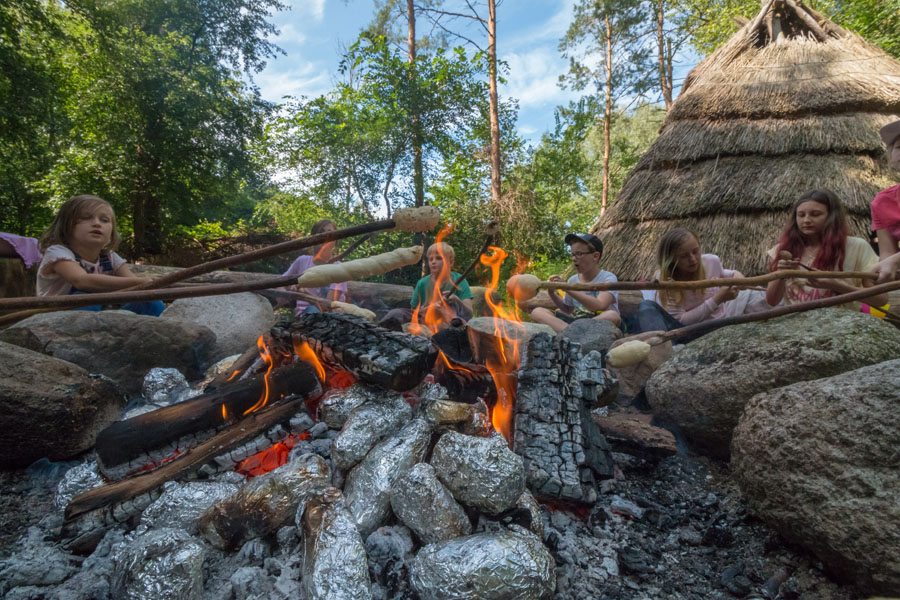 Stockbrot backen am Lagerfeuer